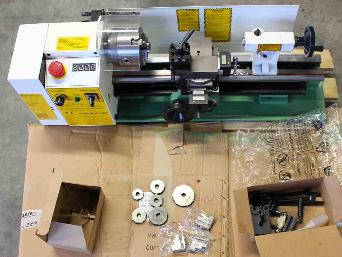 Mini Tornio per lavorare i metalli Metalli modello Edison 400 prodotto da Damatomacchine
