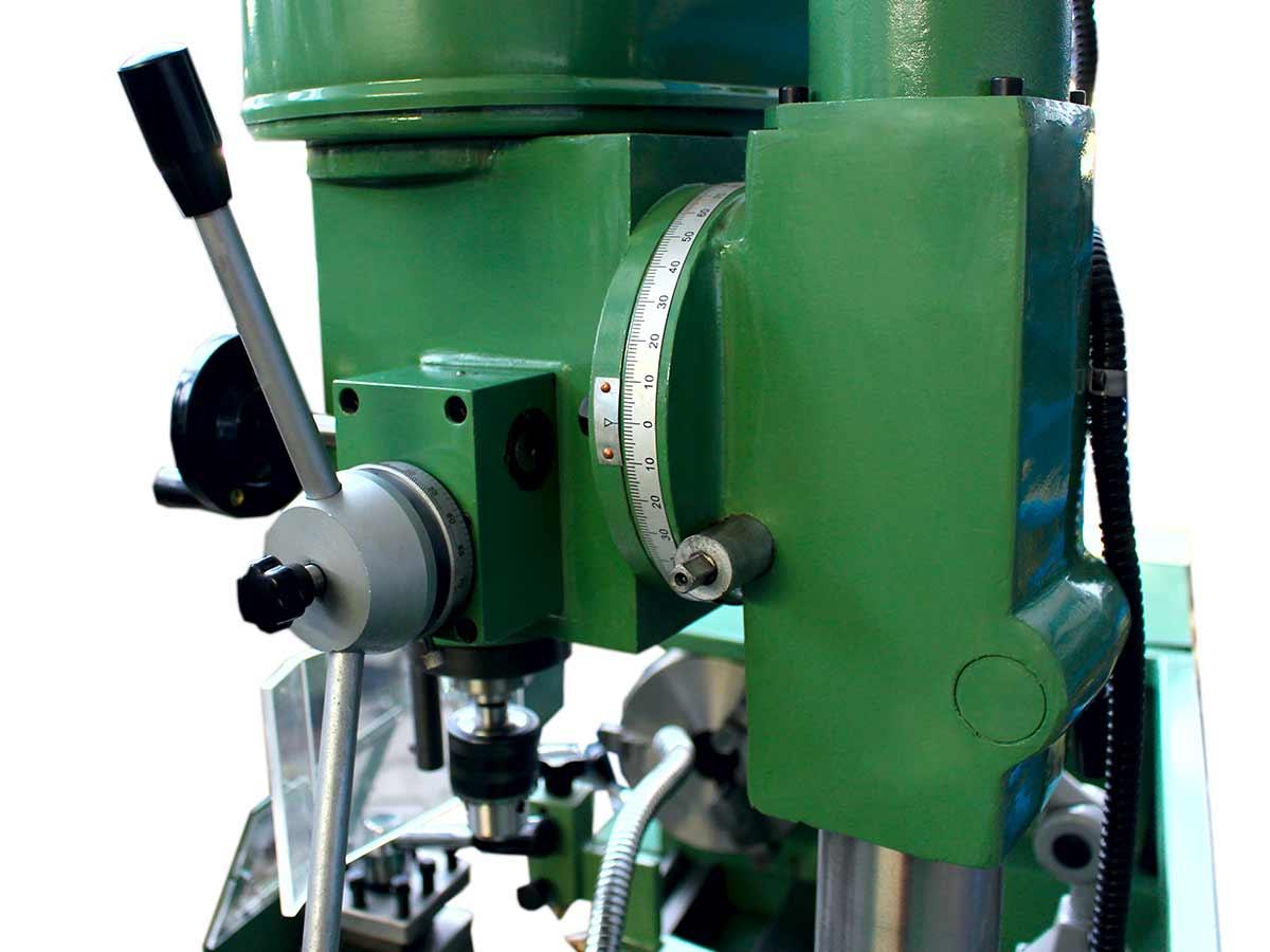 Macchina utensile costituita da un tornio 320x800 mm, Fresatrice indipendente con velocità da 400 a 1640 giri/minuto alimentata da un motore 750 W